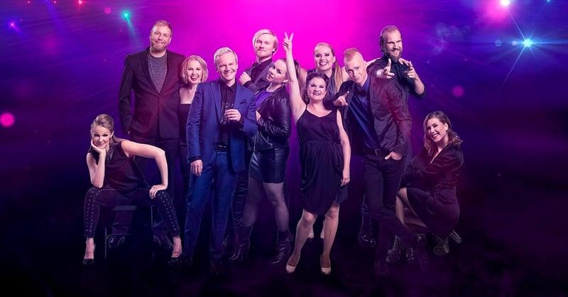 Kuvassa Haloo Helsinki musikaalin laulajia.